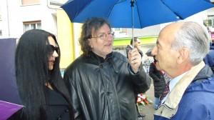 Au centre, Claudio, Président de l' Association pour la Dignification des Victimes du Fascisme. A gauche, son épouse Carmen, secrétaire de l'Association.